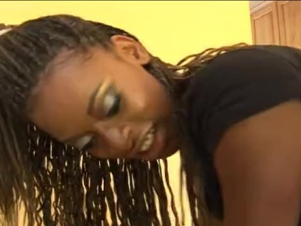 Rasta chick with hot body nailed well