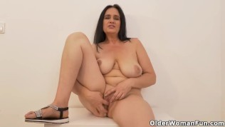 European milf Ria Black's finger is making loud sloshing sounds